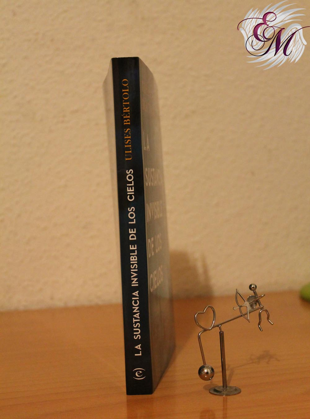 La sustancia invisible de los cielos, de Ulises Bértolo – Reseña