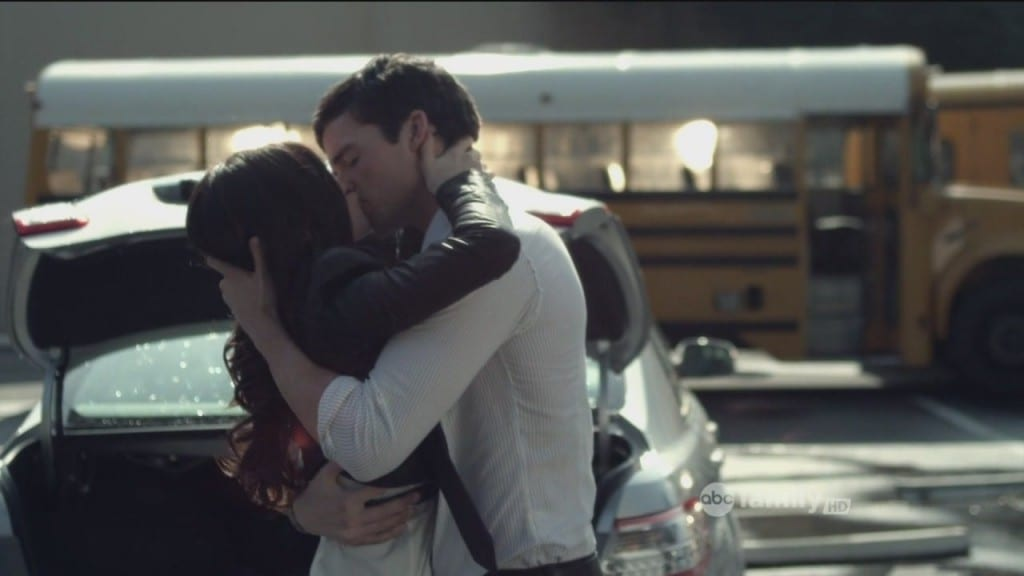 2-02-The-Goodbye-Look-ezra-and-aria-23131690-1280-720
