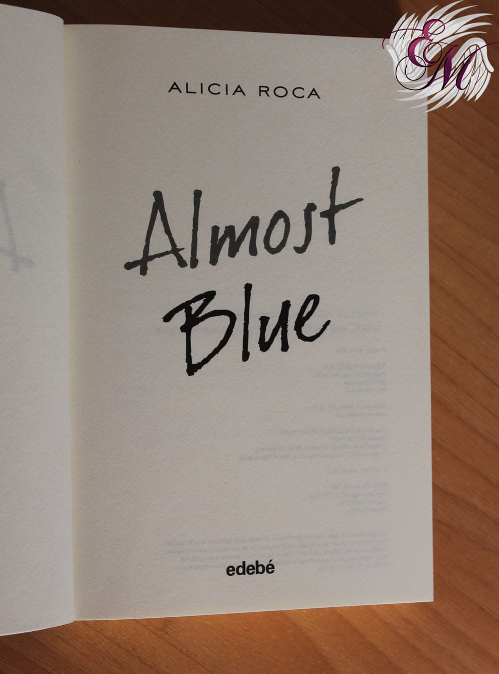 Almost Blue de Alicia Roca - Reseña