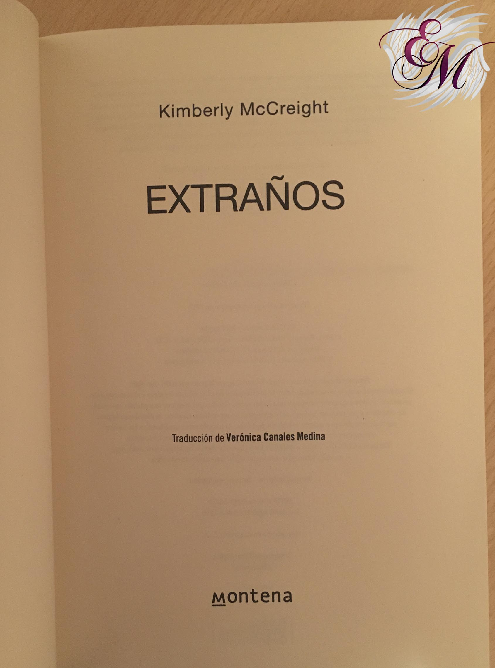 Extraños, de Kimberly Mccreigh - Reseña