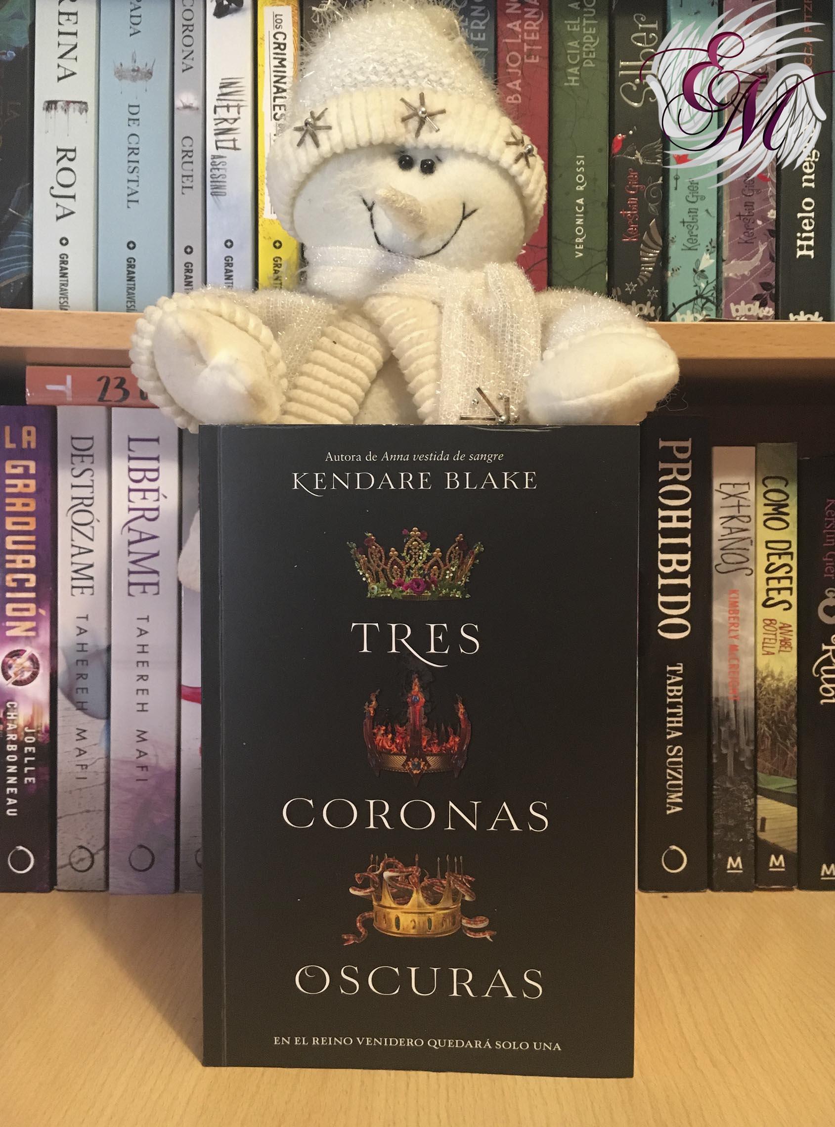 Tres coronas oscuras, de Kendare Blake - Reseña
