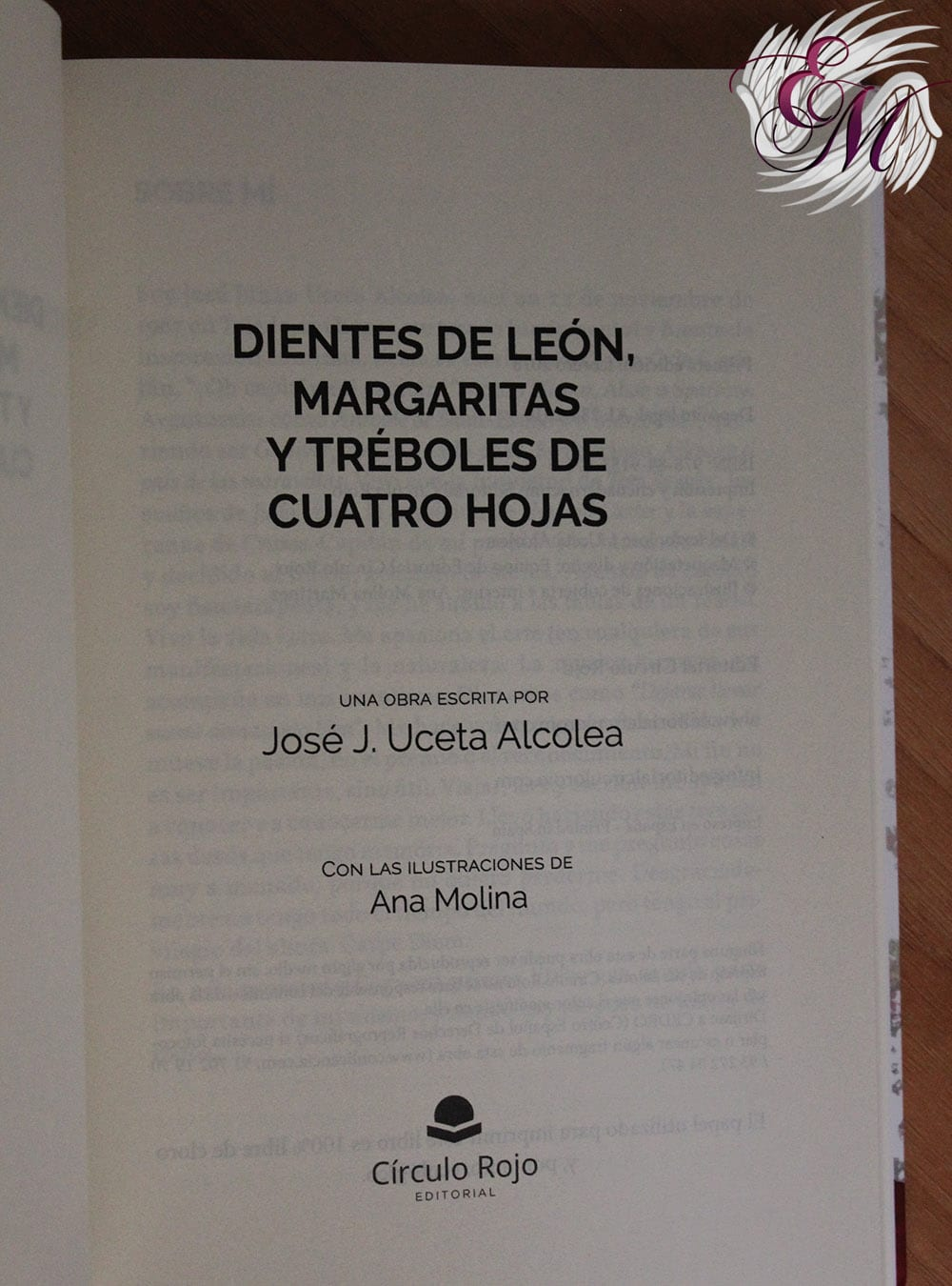 Dientes de león, margaritas y tréboles de cuatro hojas – José J. Uceta Alcolea – Reseña