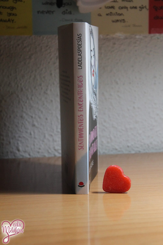 Sentimientos encontrados, de Ladelaspoesías - Reseña