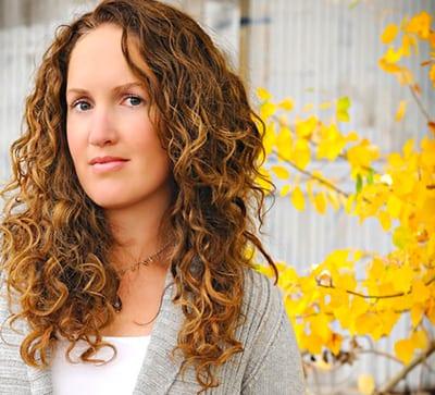 Becca Fitzpatrick foto ficha
