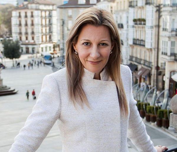 Eva Gª Sáenz de Urturi foto ficha
